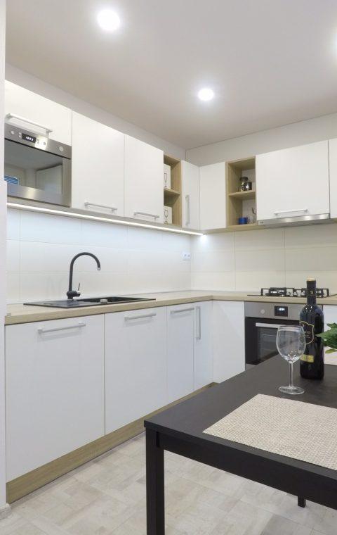 Interiér 3 izb, byt-kuchyňa + vstavané skrine